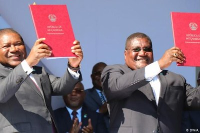 Le President Filipe Nyusi et le leader du Renamo Ossufo Momade.