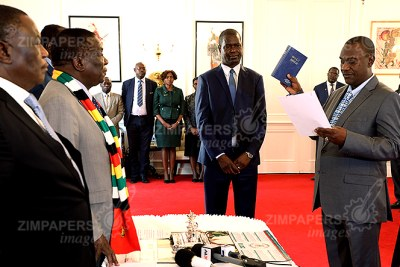 President Emmerson Mnangagwa swears in Owen Ncube as the Minister of State Security at State House in Harare (file photo).