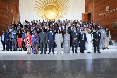 Photo de famille lors de l'ouverture de la réunion sur l'industrialisation de l'Afrique