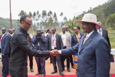 Les présidents Kaguta Museveni et Paul Kagame se rencontrent à la frontière entre Katuna et Gatuna. Leur relation devrait renforcer le commerce entre les deux pays voisins.