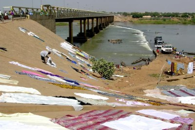 Le pont de Kayes enjambant le fleuve Sénégal et la chaussée submersible. (Photo d'illustration)