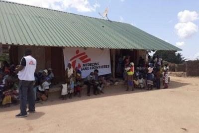 Alors que le conflit à Cabo Delgado s'intensifie, les équipes de MSF apportent des soins de santé aux personnes déplacées grâce à des cliniques mobiles.