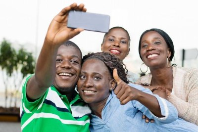 Les jeunes d'Afrique utilisent le numérique pour mieux vendre des produits locaux sur le continent.