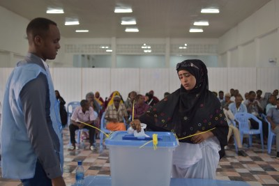 A delegate casts her vote in the electoral process to choose members of parliament into Somalia's House of the People in Mogadishu, Somalia, on 6 December 2016.