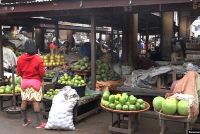 Le marché des vivres frais à Yaoundé, le 17 juin 2020