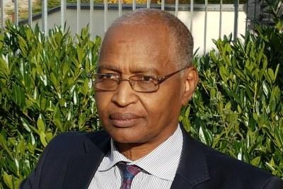 Le ministre en charge de la Réconciliation nationale et du dialogue Acheikh Ibn Oumar.