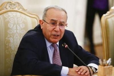 C'est au cours d'une conférence de presse organisée en fin d'après-midi ce mardi 24 août que le ministre algérien des Affaires étrangères, Ramtane Lamamra, a officiellement annoncé la rupture des relations diplomatiques avec le voisin marocain, accusé « d'actions hostiles ».