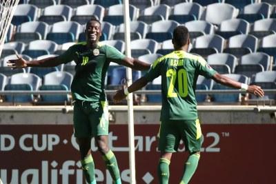 Les joueurs sénégalais en train de fêter leur qualification pour les barrages du mondial Qatar 2022 après leur victoire face à la Namibie